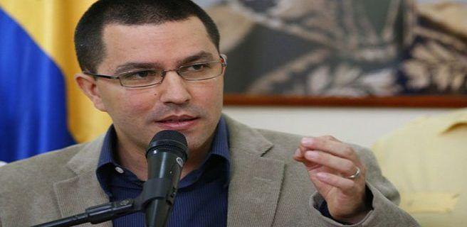 """Canciller acusa a Santos de proteger """"la corrupción y el delito"""" en Venezuela"""