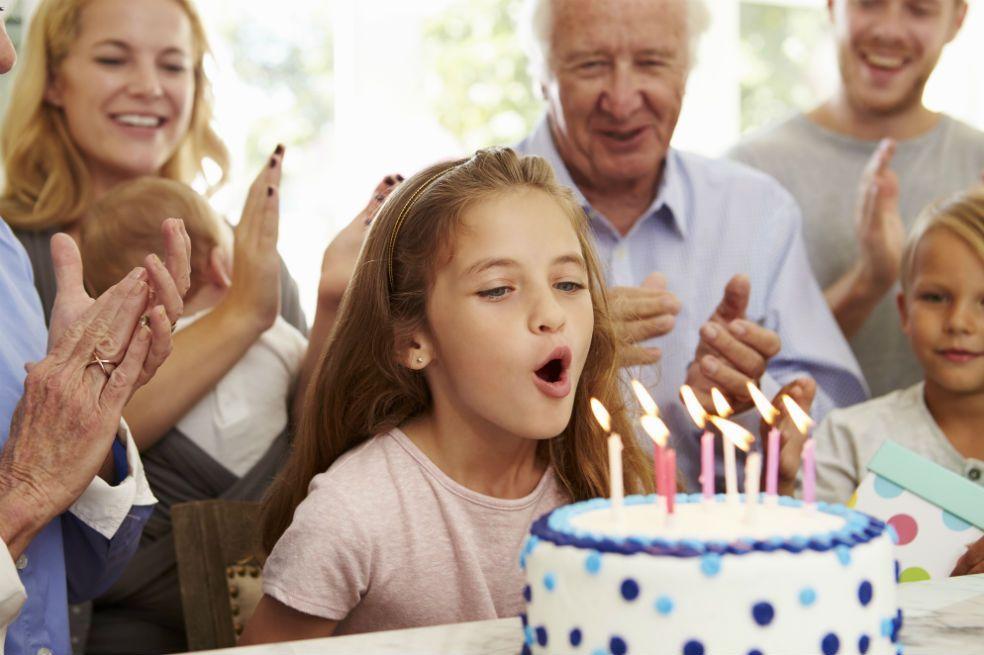 Las bacterias pueden infectar tu torta de cumpleaños al soplar las velas