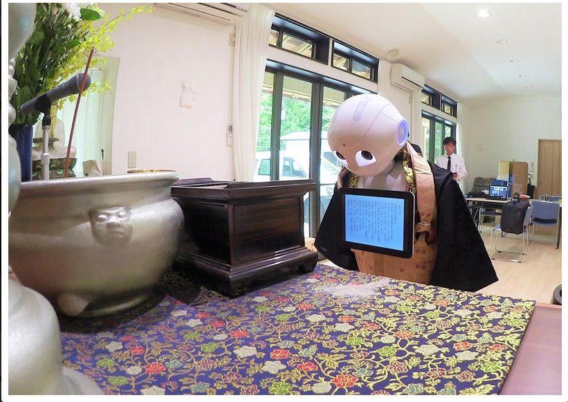 El robot entre sus múltiples funciones oficiará funerales budistas