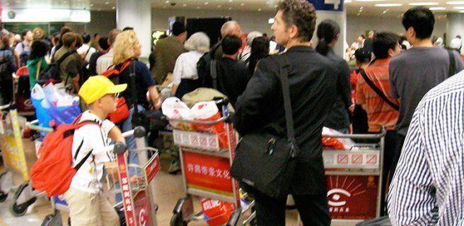 China: Detienen a un hombre que viajaba con dos brazos en su maleta