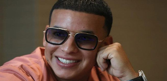 """Daddy Yankee rueda un vídeo en Chauen, la """"ciudad azul"""" de Marruecos"""