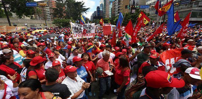 Oficialismo se moviliza en Caracas
