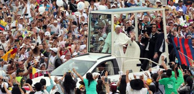 Villavicencio recibe al papa en multitud