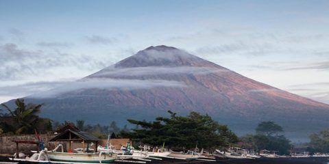 Alerta máxima ante posible erupción del Volcán Agung en Indonesia