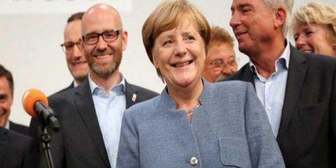 Victoria de Merkel en elecciones alemanas, ensombrecida por auge de ultraderecha