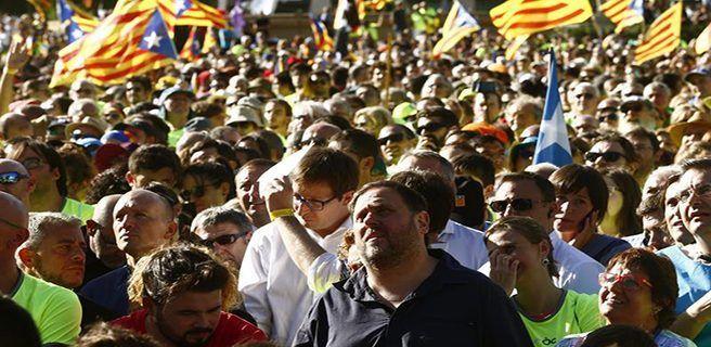 Catalanes reclaman votar el 1 de octubre por la secesión de España