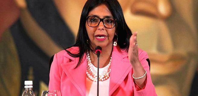 Delcy denuncia que plan de la oposición es entregar el país a fondo buitres