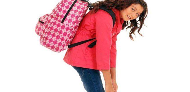 ¿Cómo deben usar los niños los bolsos para que no les den dolores de espalda?