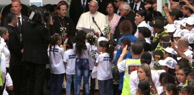 Papa pide solución a crisis en Venezuela