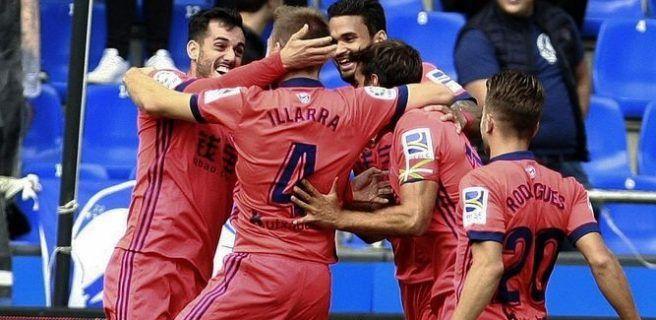 La Real Sociedad gana 4-2 al Deportivo y se une al Barcelona en cabeza