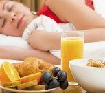 Hábitos y alimentos que perjudican o benefician el sueño