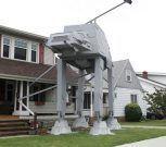 """Hombre construyó una replica en su jardín de un transporte acorazado de """"Star Wars"""""""
