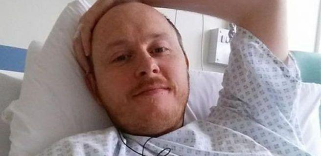 Ni reír, ni sentarse, ni estar de pie: el extraño dolor de cabeza que dejó a David postrado en una cama durante años