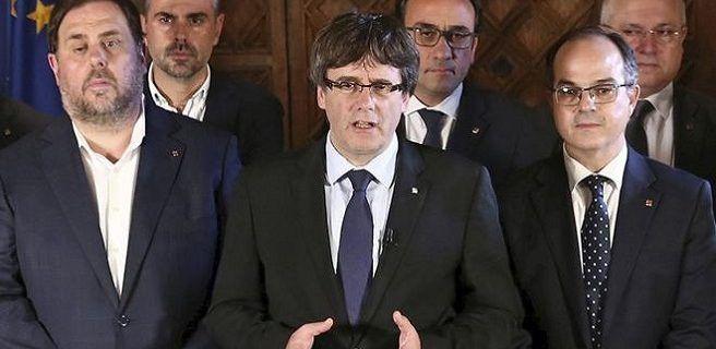 """El gobierno de Cataluña proclamó la victoria del """"sí"""" en el referéndum y anunció pasos hacia la independencia"""