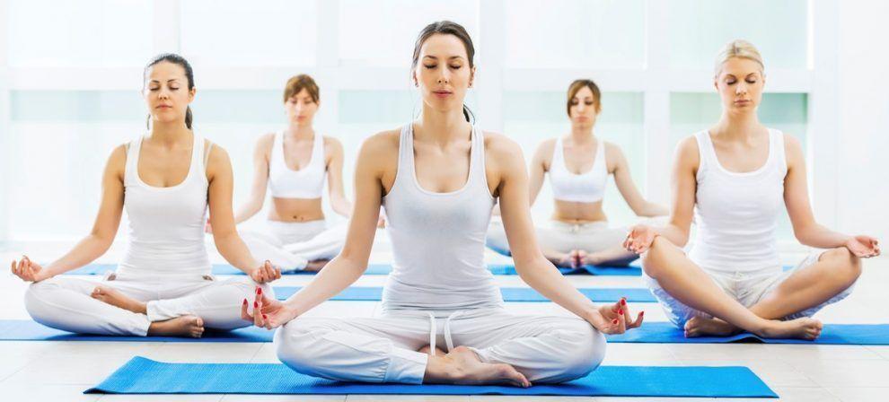 El yoga y sus posturas alivian la mente y el cuerpo