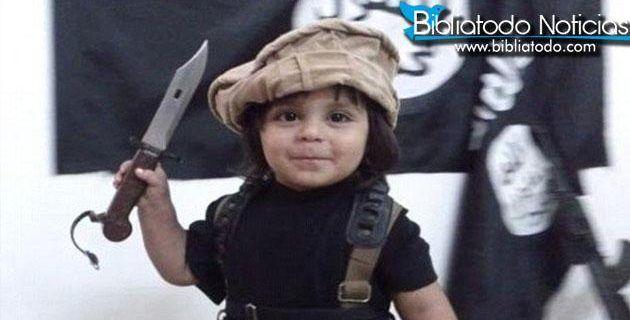 El Estado Islámico entrena a un niño de 3 años para degollar personas.