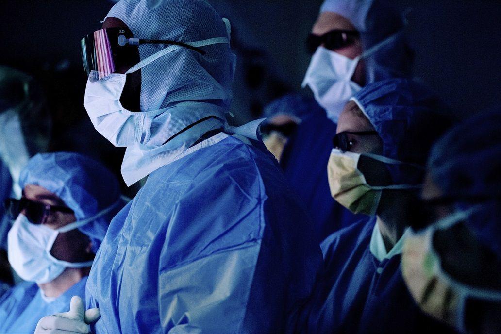 Los medicos procedieron en una rapida cirugia de cerebro por un corto tiempo
