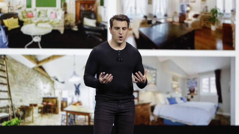 Brian Chesky, cofundador y CEO de Airbnb, durante la presentación.